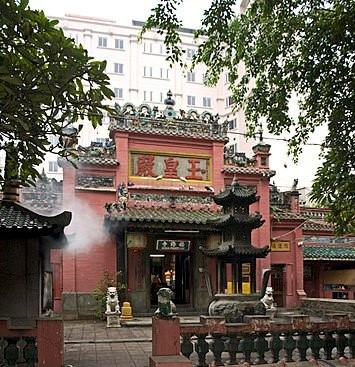 best places to visit in Vietnam jade emperor pagoda
